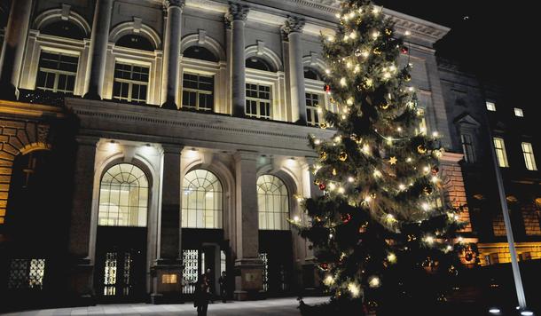 Weihnachtsbaum vor dem Berliner Abgeordnetenhaus
