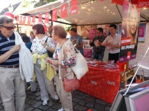 Andrang-am-SPD-Stand-Erntefest
